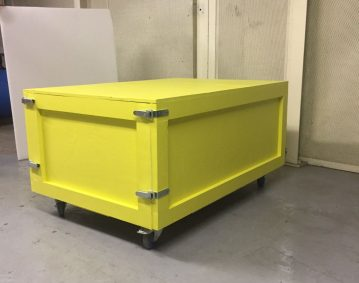 Caisse bois sur mesure peinte avec grenouillères pour mobilier